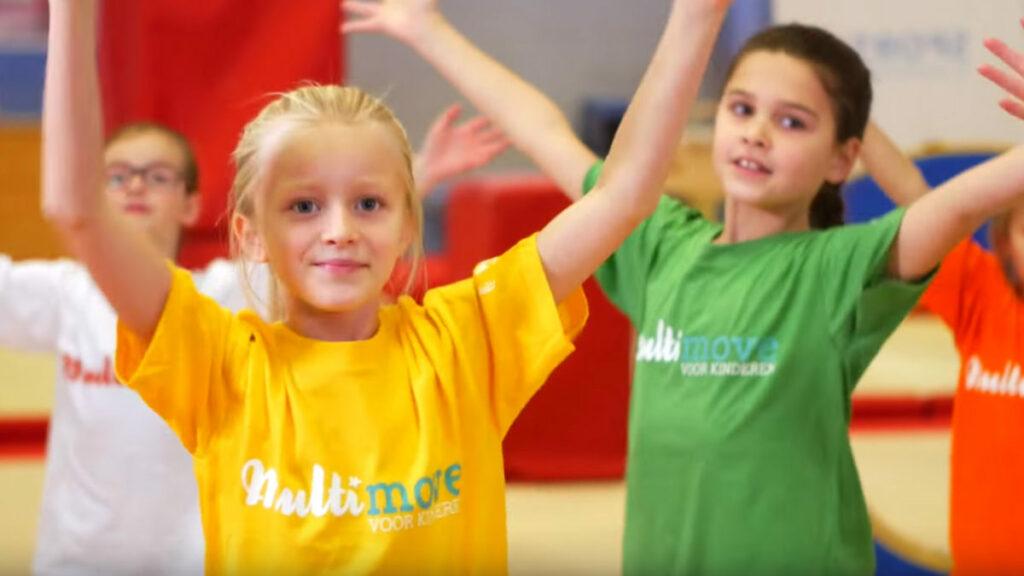 Kindjes die deelnemen aan de campagne Multimove