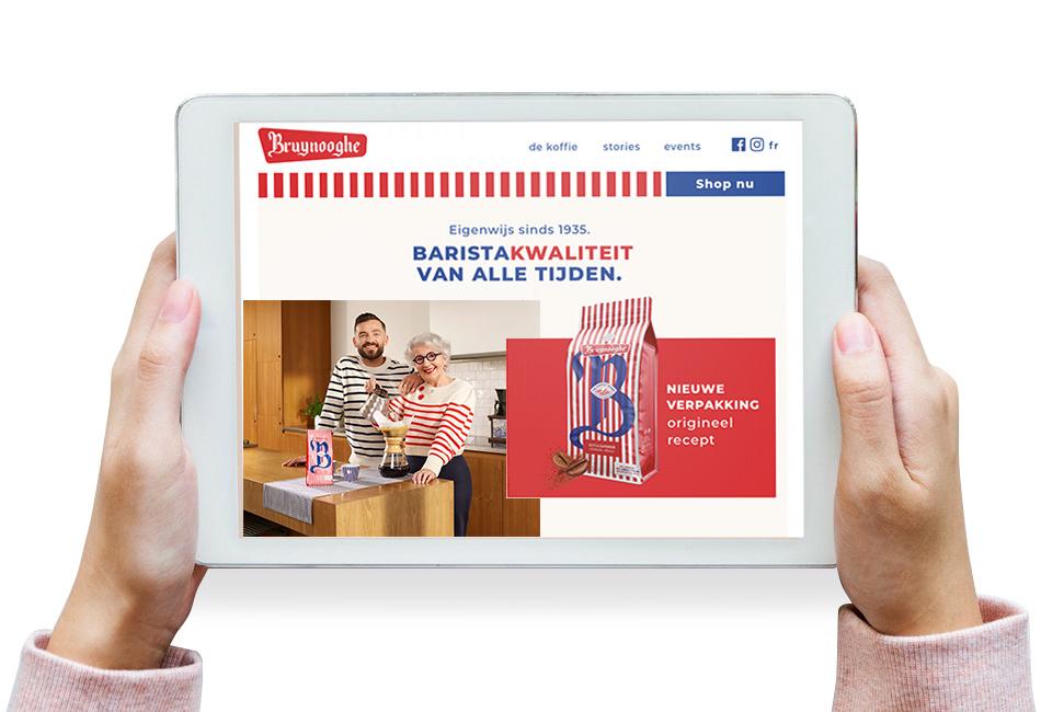 Een iPad met de website van Bruynooghe koffie in beeld